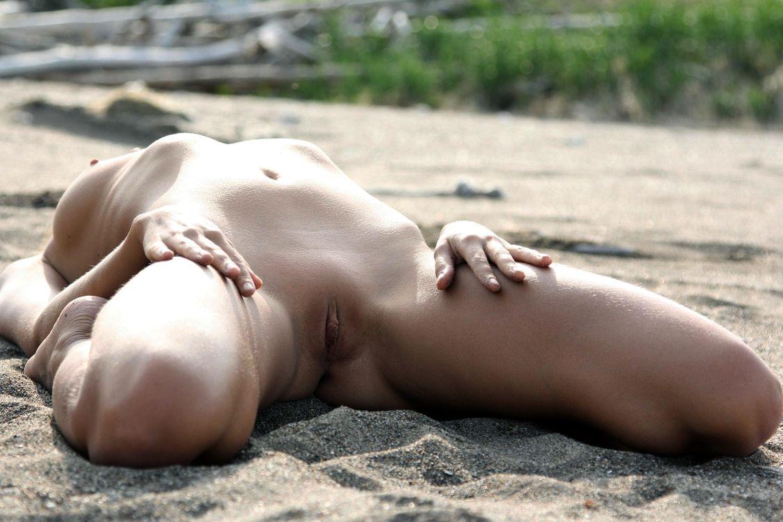 Фото бесплатно mango a, брюнетка, сексуальная, девушка, горячая, delicious, natural, ню, outdoor, sea, эротика, эротика