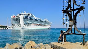 Заставки море,вода,корабль,небо,голубое,камни,человек
