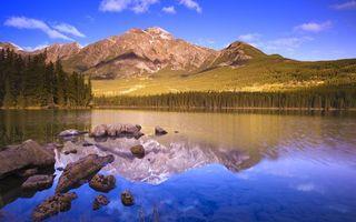 Бесплатные фото озеро,горы,лес,небо,камни,облака,природа