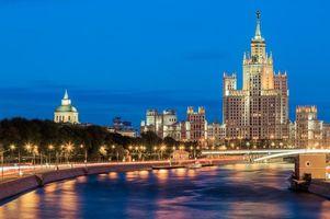 Бесплатные фото Река Москва ведет к Котельнической набережной, Москва, Россия