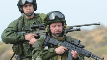 Фото бесплатно солдаты, автоматы, шлемы