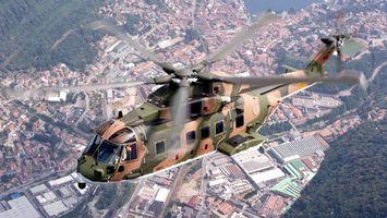 Бесплатные фото вертолет, военный, окна, кабина, дома, трава, авиация