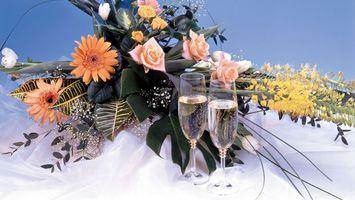 Бесплатные фото букет,бокалы,шампанское,листья,розы,разное