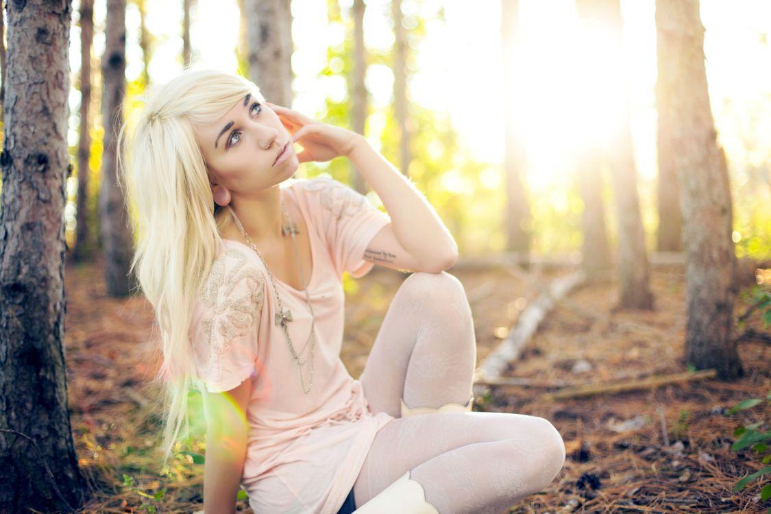 Фото бесплатно девушка, блондинка, лес - на рабочий стол