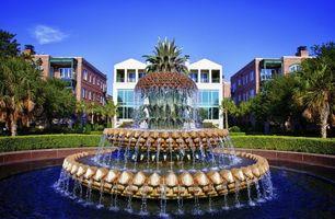 Бесплатные фото фонтан,вода,капли,струя,дома,здания,пальмы