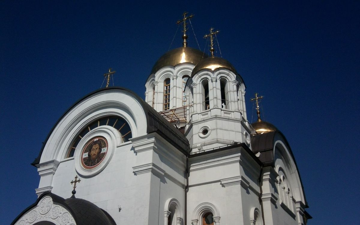 Фото бесплатно храм, церковь, архитектура, купола, кресты, колокольня, икона, лик, разное, разное