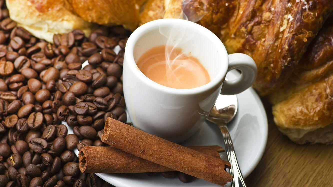 Фото бесплатно кофе, зерна, чашка, ложка, стол, пар, еда, еда - скачать на рабочий стол