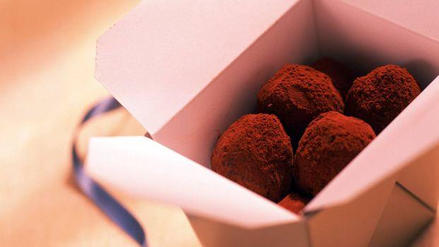 Фото бесплатно коробка, шоколад, лента