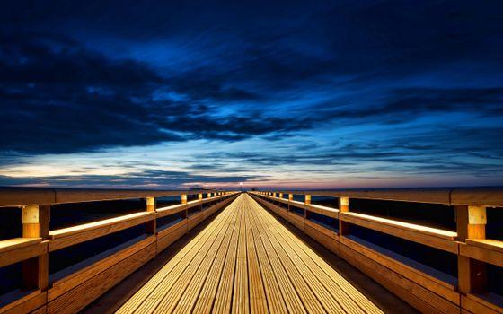 Фото бесплатно мост, деревянный, небо, синее, тучи, облака, поручни, даль, горизонт, город