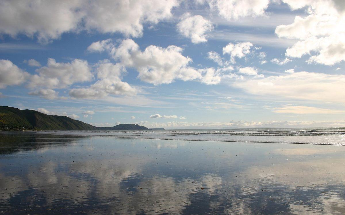 Фото бесплатно облока, небо, вода, озеро, горы, волна, песок, природа, пейзажи, пейзажи
