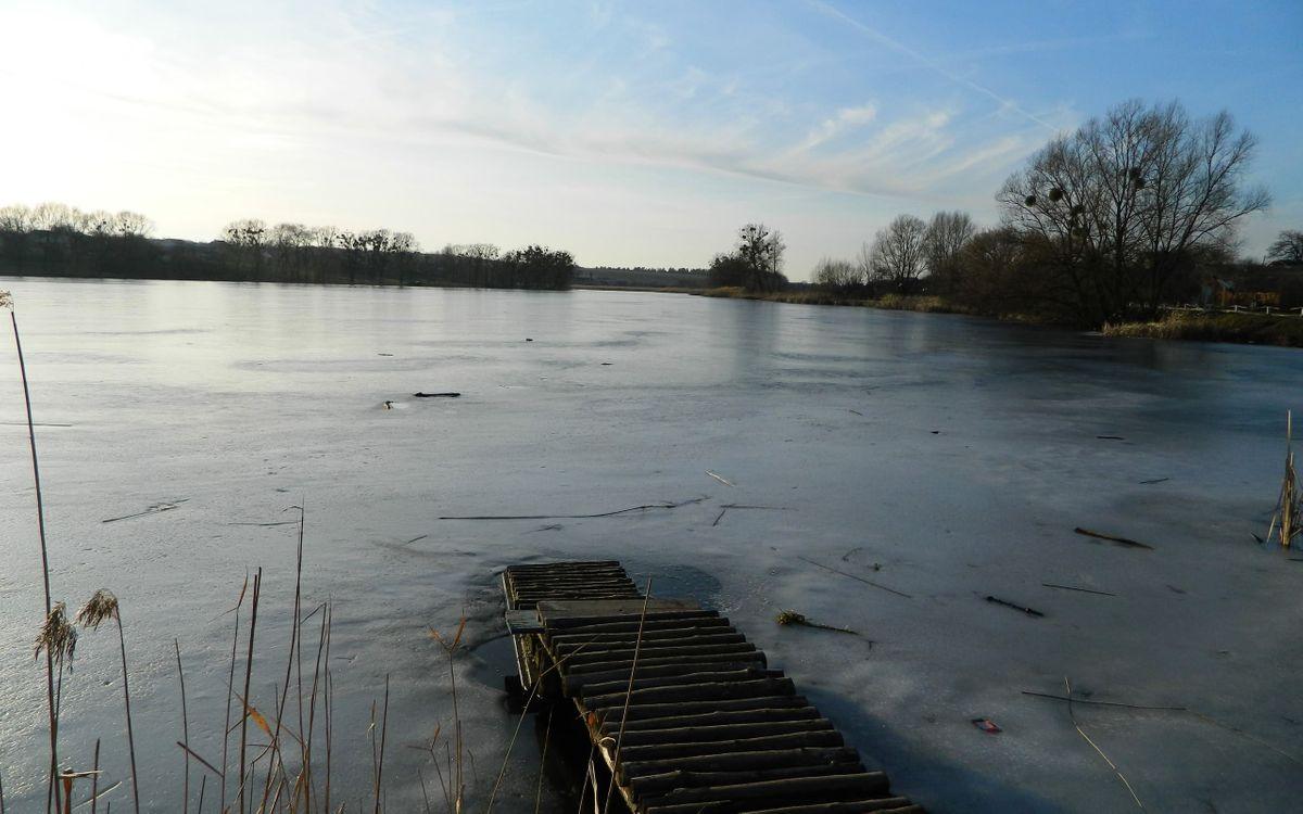 Фото бесплатно озеро, лед, мостик, зима, небо, деревья, природа, природа