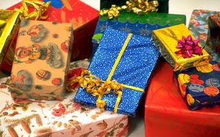 Бесплатные фото подарки,коробки,упаковка,ленточки,бантик,цвета,фольга