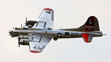 Бесплатные фото самолет,военный,серебристый,крылья,винт,кабина,небо
