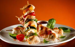 Бесплатные фото шашлык,мясо,овощи,специи,соус,зелень,еда