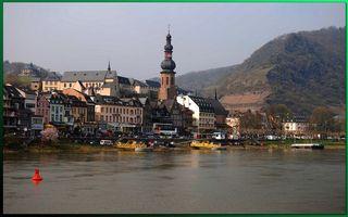 Бесплатные фото здания,речка,корабли,вода,горы,небо,город