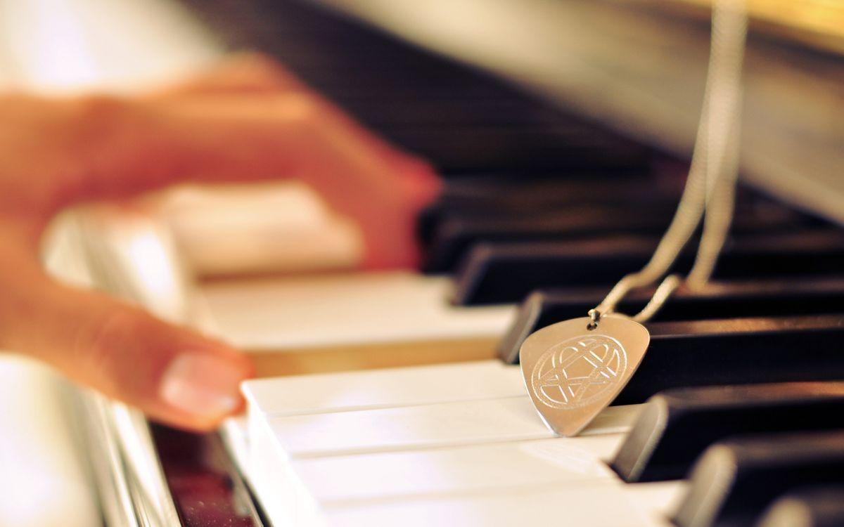 Фото бесплатно медальон, аккорд, клавиши - на рабочий стол