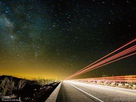 Бесплатные фото дорога,national geographic,кусты,следы,фары,звезды,звездопад