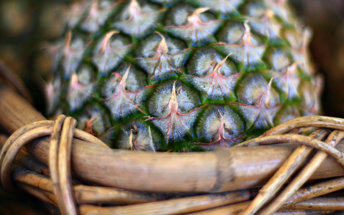 Обои ананас, фрукт, плод картинки на телефон