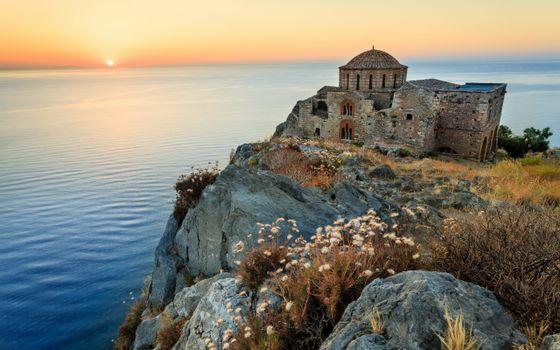 Фото бесплатно дом, старый, развалины, купол, скала, берег, океан, закат, пейзажи