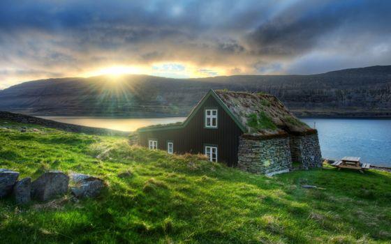 Бесплатные фото озеро,горы,камни,драва,домик,небо,солнце,тучи,пейзажи