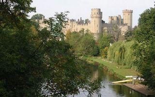 Бесплатные фото река,пристань,лодка,люди,деревья,замок,разное