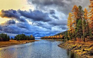 Заставки река,лес,деревья,тучи,небо,берег,камни
