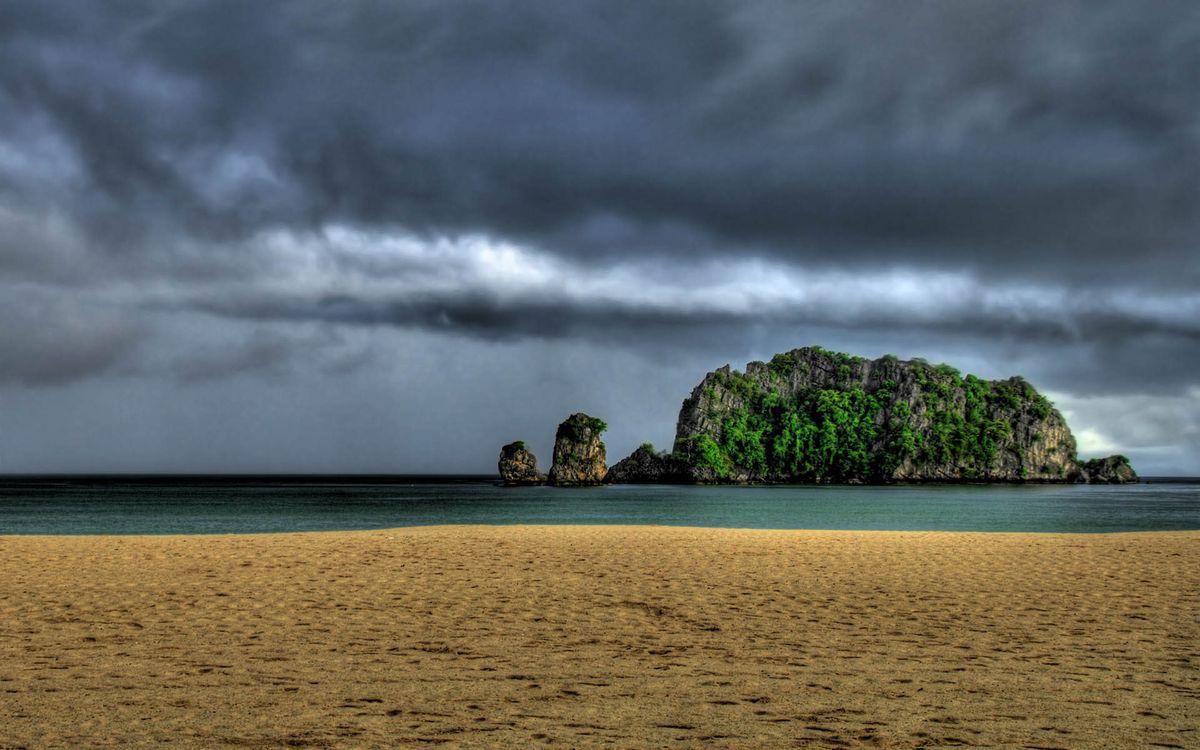 Фото бесплатно берег, песок, море, остров, растительность, горизонт, небо, тучи, пейзажи