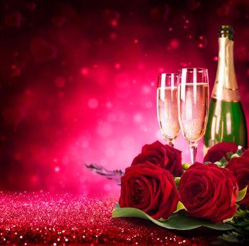 Бесплатные фото бокалы,шампанское,цветы,розы,праздничные обои