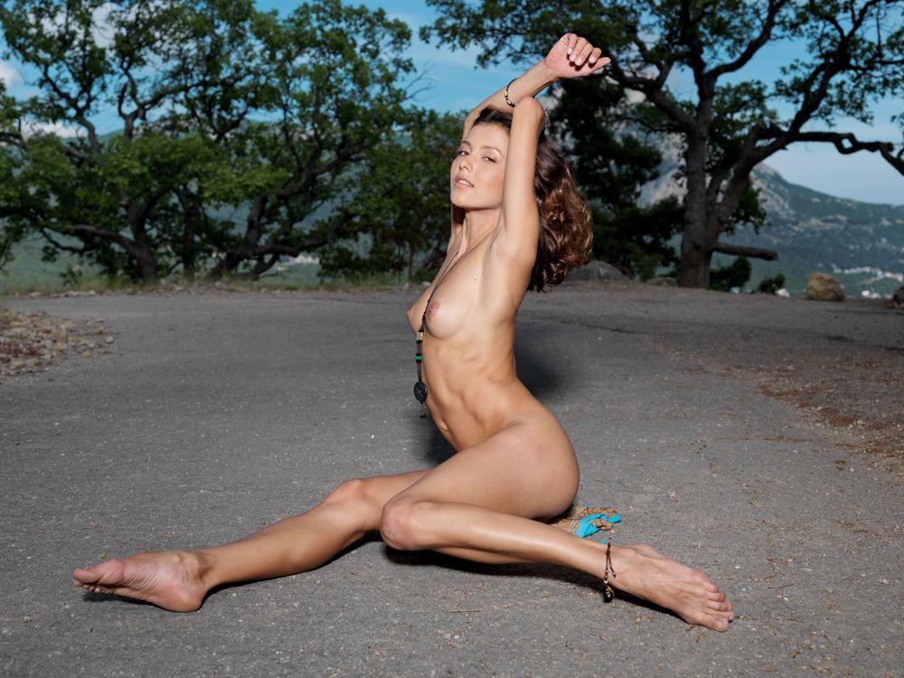 Фото бесплатно divina a, девушка, модель, красотка, голая, голая девушка, обнаженная девушка, позы, поза, сексуальная девушка, эротика, эротика