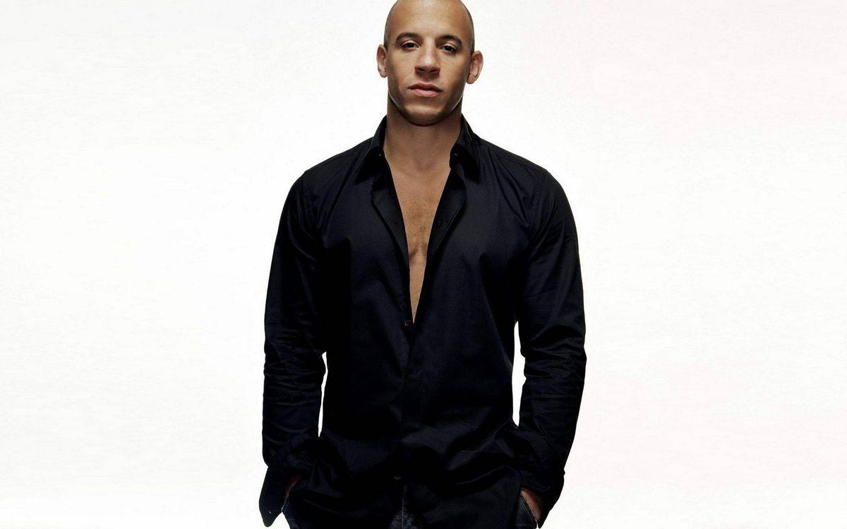 Фото бесплатно Вин Дизель, актер, лысый, рубашка, черная, фон белый, мужчины