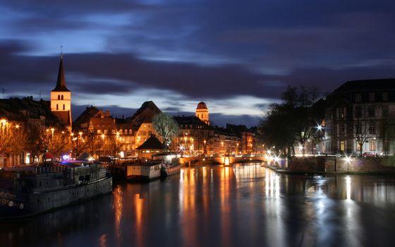 Бесплатные фото ночь,река,набережная,улицы,дома,фонари,деревья,огни