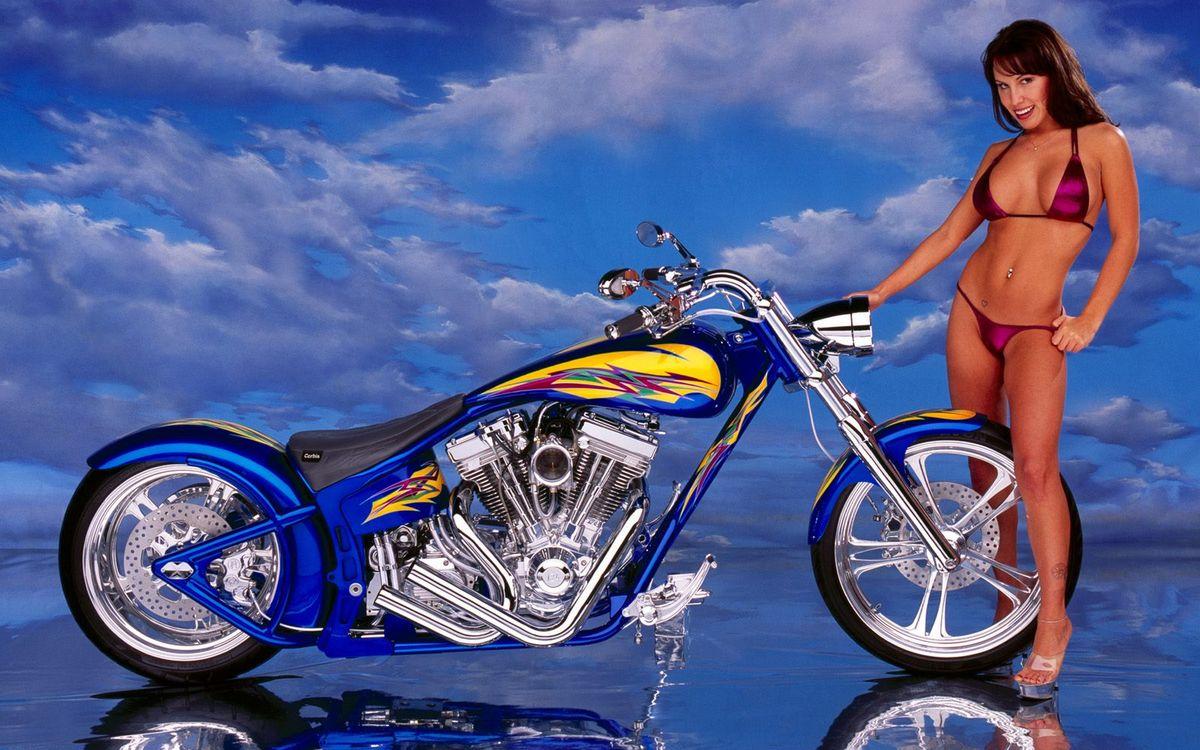 Фото бесплатно чоппер, двигатель, вилка, диски, хром, девушка, купальник, мотоциклы