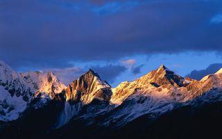 Бесплатные фото горы,скалы,вершины,снег,восход,солнце,небо
