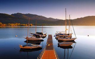 Заставки мостик, пирс, пристань, яхты, лодки, озеро, горы, растительность