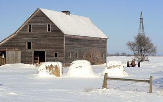 Бесплатные фото зима,строение,амбар,сено,тюки,трактор,снег