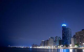 Обои ночной город, небоскребы, пролив, огни, фонари