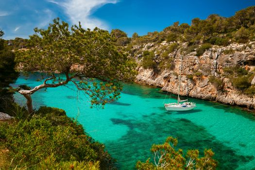 Photo free yacht, azure sea, Mallorca
