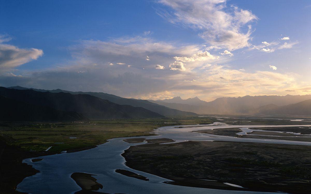 Фото бесплатно долина, предгорье, река, горы, небо, облака, пейзажи