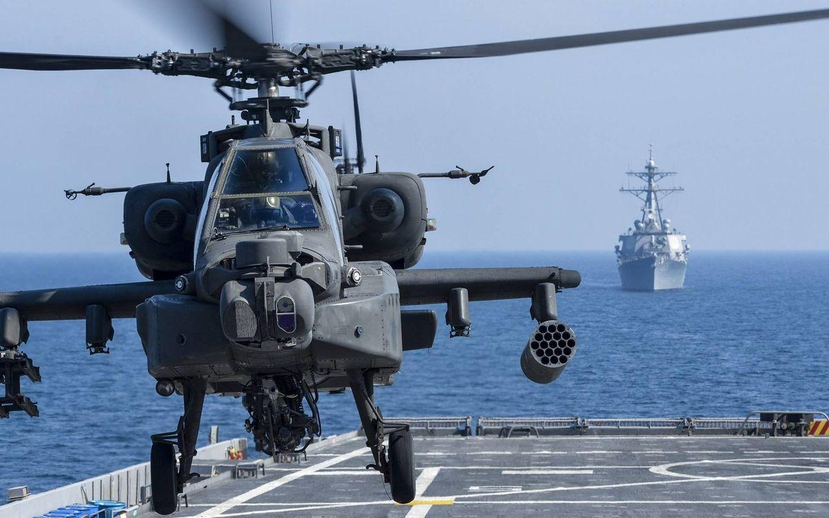 Фото бесплатно вертолет, военый, винты, кабина, вооружение, шасси, палуба, корабли, море, авиация