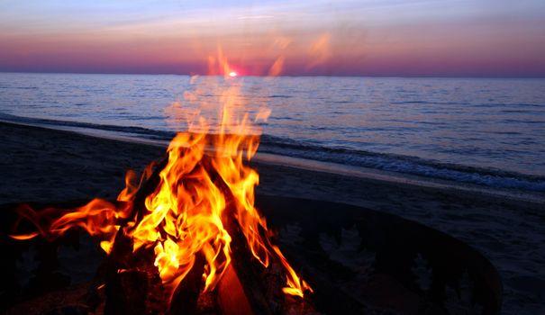 Фото бесплатно костер на берегу моря, пляж
