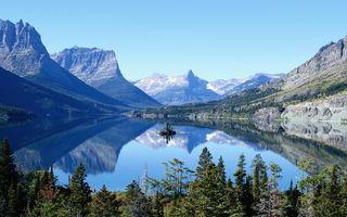 Бесплатные фото озеро,гладь,отражение,горы,растительность,скалы,небо