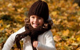 Заставки ребенок, девочка, улыбка, радость, шапка, шарф, куртка