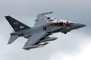 Заставки як-130, самолет, пилоты, истребитель, боевой комплект, ракеты, маневр, в небе, авиация