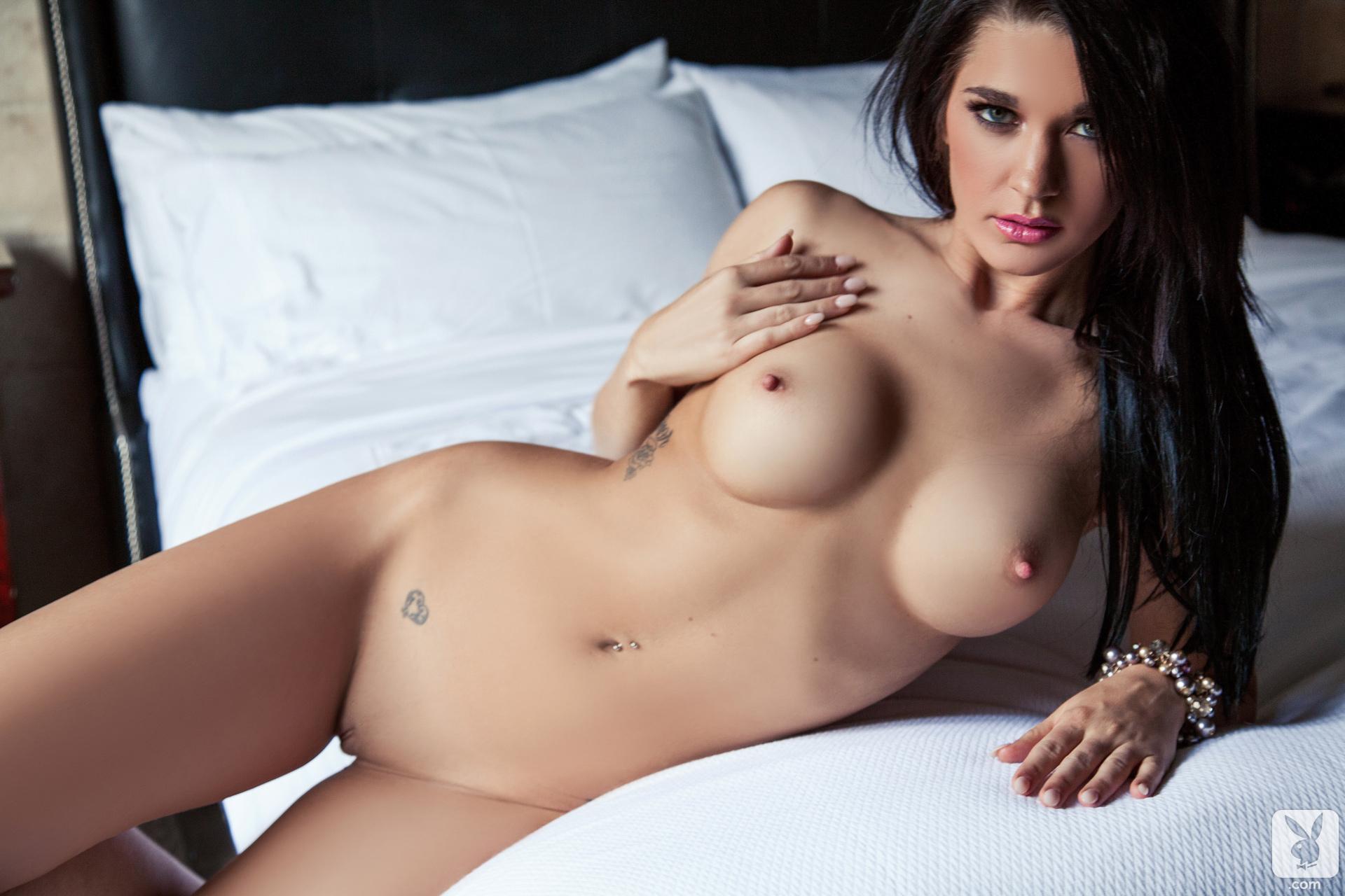 Nude women of canada