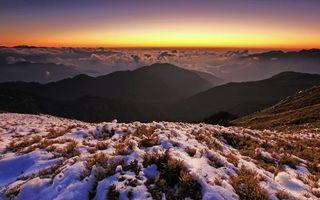 Обои эверест, холм, горы, горизонт, закат, солнце, снег, трава, пейзажи
