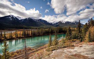 Заставки горы,облака,река,деревья. елки,снег,вершины,кусты
