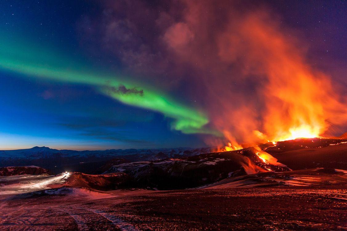 Фото бесплатно исландия, ночь, северное сияние, извержение вулкана, природа, природа