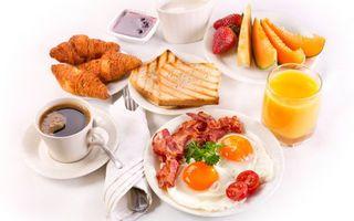 Заставки кофе, круассаны, яичница, бекон, тосты, сок, еда