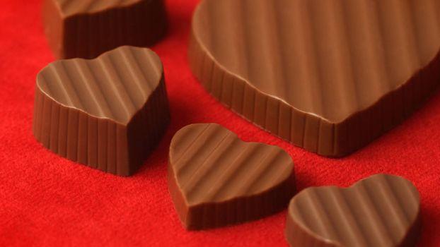 конфеты, шоколад, сердечки, фон, красный