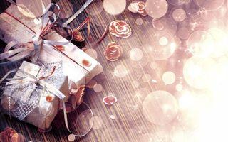 Бесплатные фото подарки,стол,поверхность,цветы,ленточки,всеет,круги